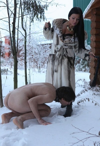 russian-mistress-torturing-a-slave